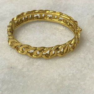 CHANEL Vintage 95A CC Gold Logo Infinity Bangle